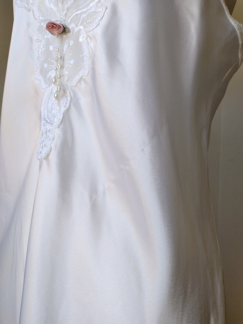 Vintage 80s California Dynasty White Decorative Floral V-Neck Silky Long Nightgown
