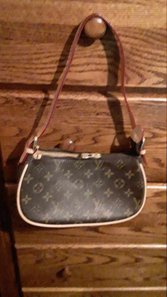 Louis Vuitton pochette purse