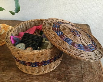 Lovely vintage sewing basket & contents