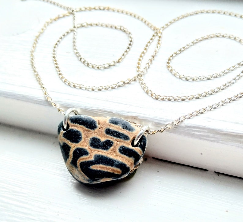 Amazing natural leopard print pebble silver necklace / silver image 0