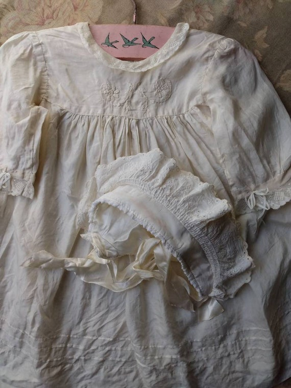 1920's Little Girl's Silk Dress & Bonnet - image 1