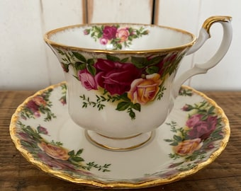 excellent condition in pastels with gold rims Windsor Floral individual creamer /& open sugar bowl pattern # 91586 Bone China England
