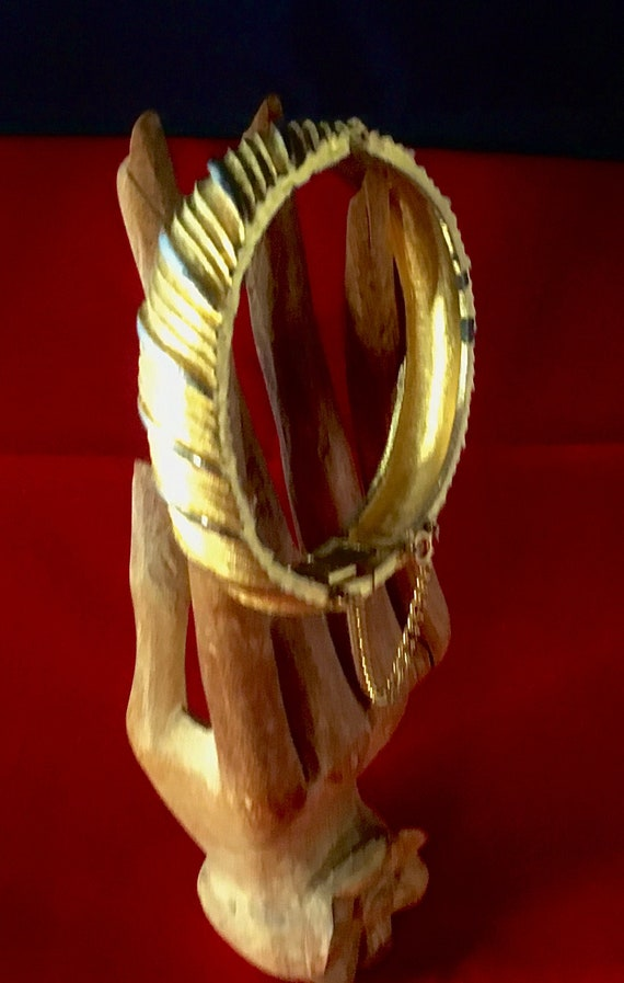 Vintage Trifari clasp bracelet. Two toned silver a