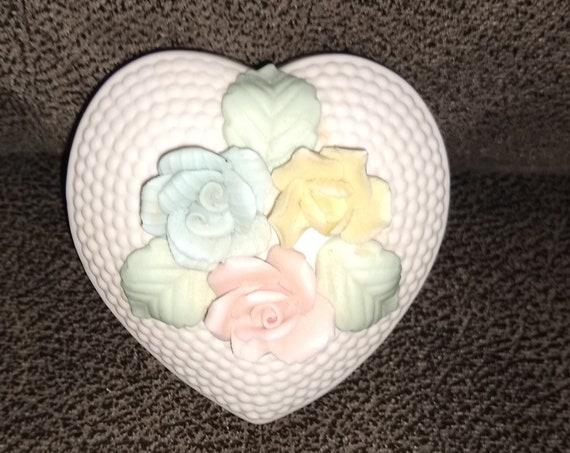 Norleans japan Flower Jewelry Box / Heart Flower trinket box / Art Deco / porcelain jewelry box / vintage collectables / estate  collection