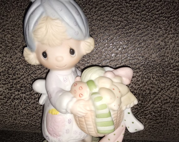 Precious Moments / Be Not Weary In Well Doing / Jonathan and David / 1979 / laundry, sewing, and quilting collectible / vintage figurine