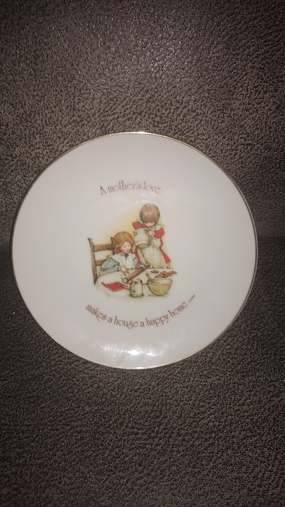 Lasting Memories / A Mother's Love Makes A House A Happy Home plate / Made in Japan / Genuine Porcelain collectors plate / estate collection