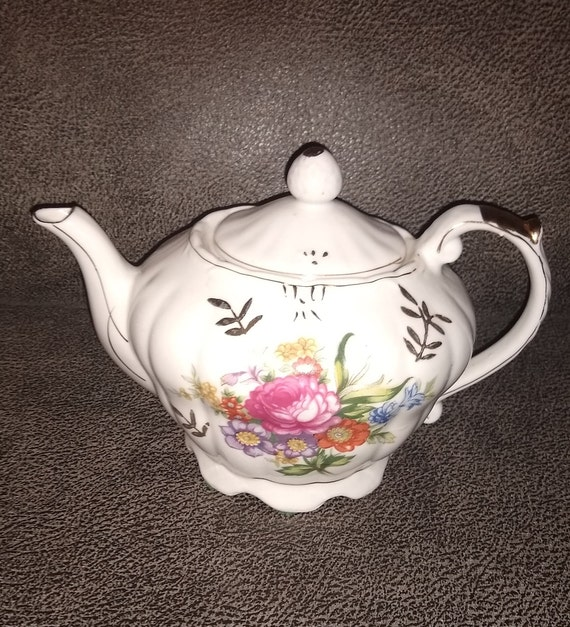 Vintage Musical Tea Pot Wind Up Floral Gold Trim / Made in Japan / 1960's / Tea For Two song / porcelain music box / estate collectible gift