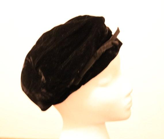 Vintage Black Velvet Beret with Bow - image 6