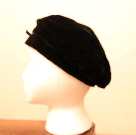 Vintage Black Velvet Beret with Bow - image 4