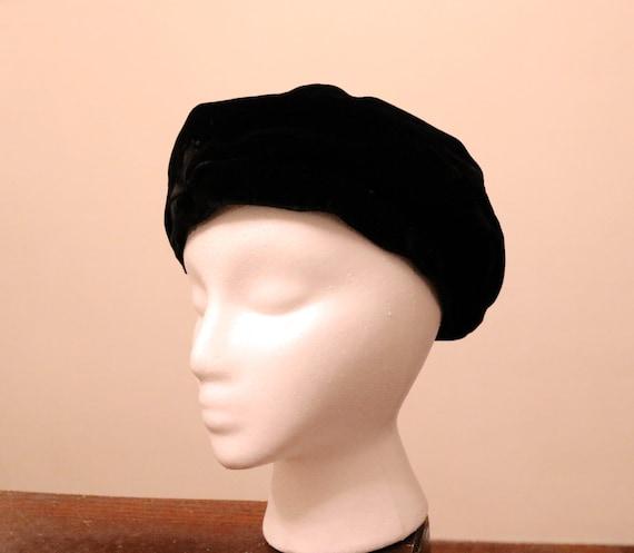 Vintage Black Velvet Beret with Bow - image 5