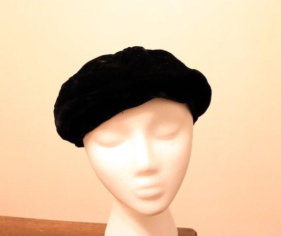 Vintage Black Velvet Beret with Bow - image 1