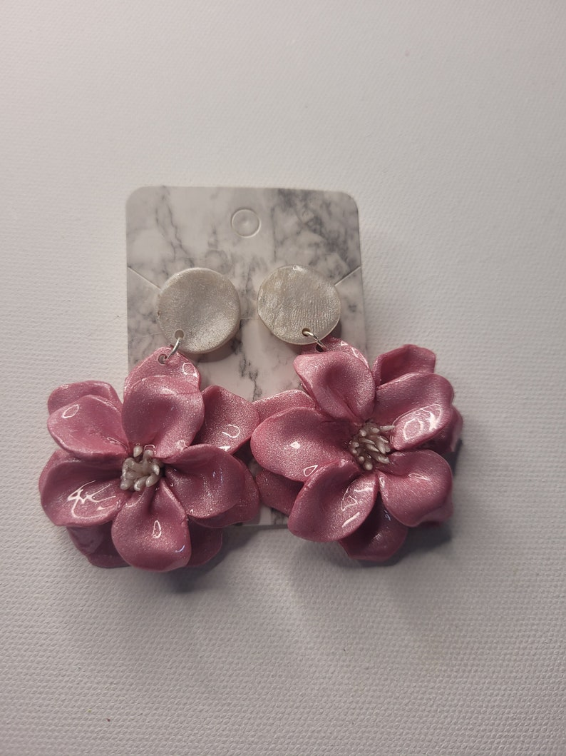 super cute pink studs great for spring! Polymer clay flower earrings