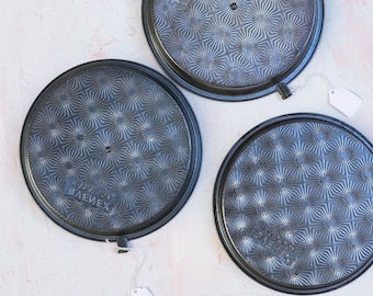 King of Bakeware and Ovenex Rusty Pans Slider Cake Pans
