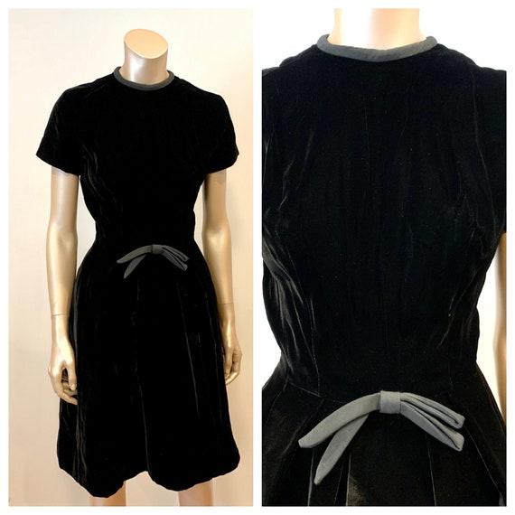 Vintage 1960s I. Magnin Velvet Dress - image 1