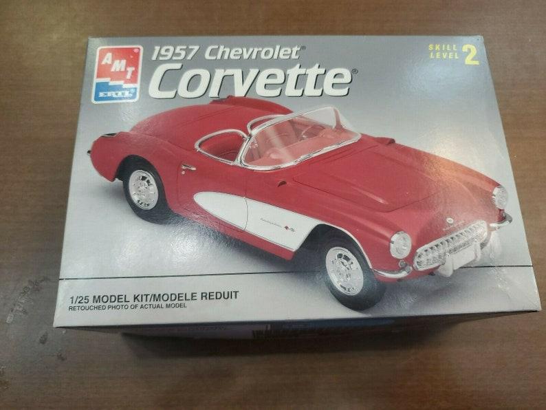 1996 1957 Chevrolet Corvette AMT Ertl 8212 Model 1:25 Plastic Kit