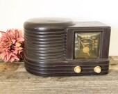 Mid Century Modern Vintage Zenith Long Distance Radio Model 4-K-515 Beehive Bakelite Radio - Untested 1940s