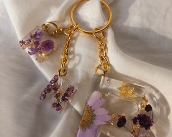 Personalized Keychain / Resin / Letter / Dried Flowers / Mini Keychain / Gold / Silver/ Gift Idea / Keychain