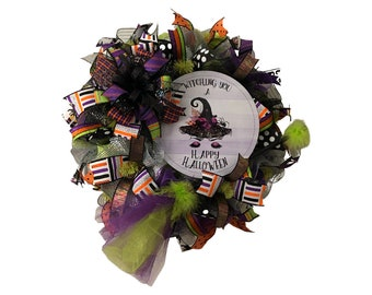 Halloween Mesh Wreath, Halloween Witch Hat Sign with Handmade Glitter Tulle Witch Broom, Front Door Hanger, Halloween Decor,