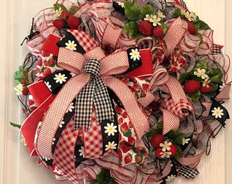 Summer Strawberry wreath, Cute Summer wreath with Life Like Strawberries, Kitchen Wreath, Wreath for Assisted Living Door
