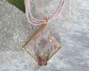 UV resin resin jewelry pendant with flower stickers
