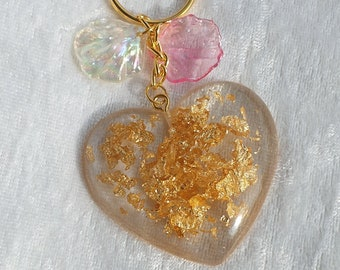 Resin resin keychain heart with gold flakes