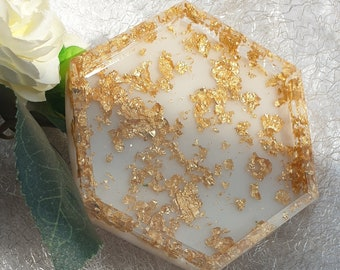 Resin resin coasters in white-clear with gold flakes