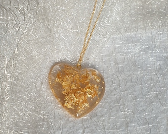 Resin resin pendant heart shape with gold flakes