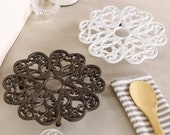 Cast Iron Trivet Vintage Style Antique Finish Ornate Scrolled Love Heart Pan Rest Hot Pot Stand Dining Table Kitchen Work Top Accessory