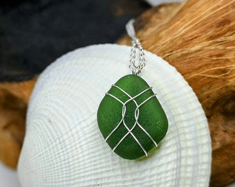 Green sea glass necklace,sea glass pendant,sea glass jewellery,wire wrapped, gifts for her,beach lovers gift,ocean gift, beach glass