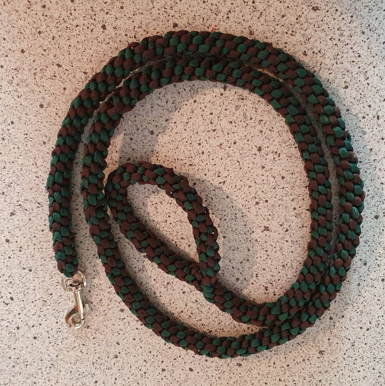 Dog leash from Paracord