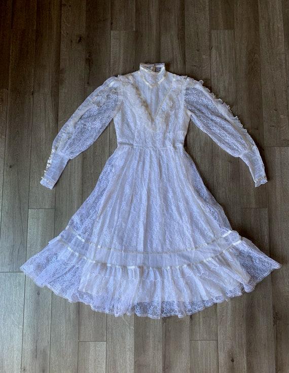 "Vintage 1970's ""Gunne Sax"" Wedding Dress - image 4"