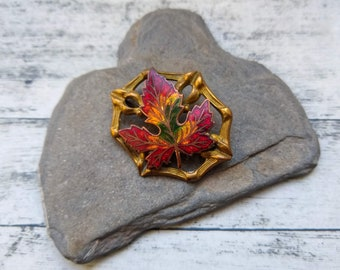 Maple Leaf Brooch, Vintage Brooch, Enamel Pin Badge, Canada Pin, Leaf Brooch, Retro Gift, Vintage Brooch Gift, Gift for Canadian