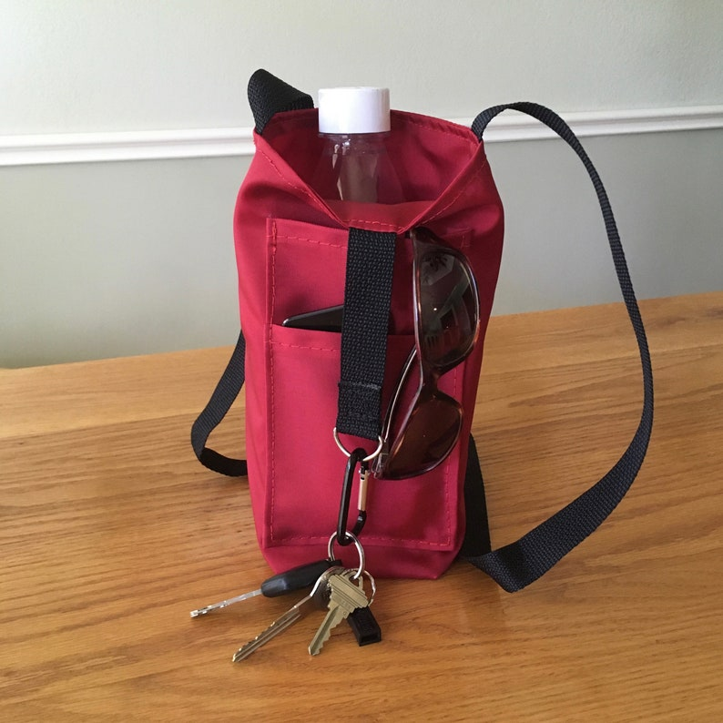 Water bottle tote with 2 external pockets  crossbody strap Red