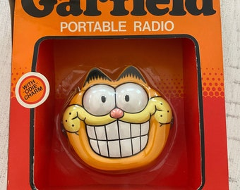 Garfield portable radio with Odie charm / original box and packaging / new never used / 1978 cat memorbilia