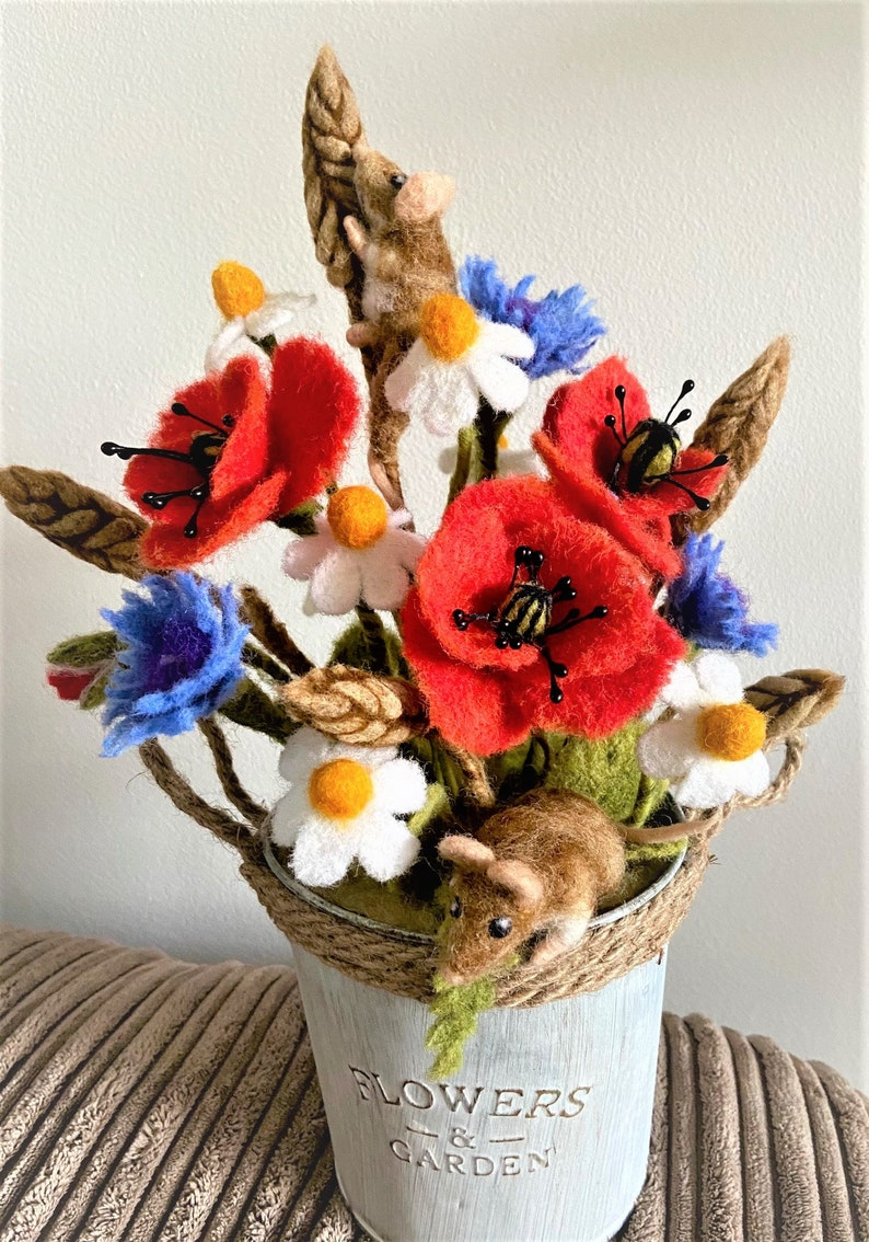 Needle Felted Harvest Mice with Cornflowers Wild Poppies Wheat /& Daisies