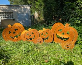 Pumpkins as garden decoration - Halloween - Garden art - Garden decorations
