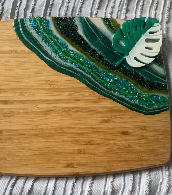 Monstera styled geode resin cutting board -light