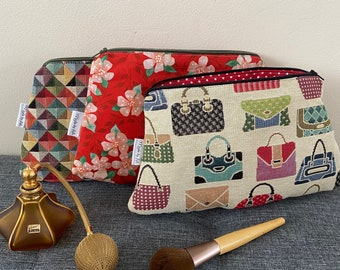 Clutch / make-up / toiletry bag