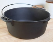 Unmarked Wagner, 8 Cast Iron Dutch Oven, 5 Quart, No Lid