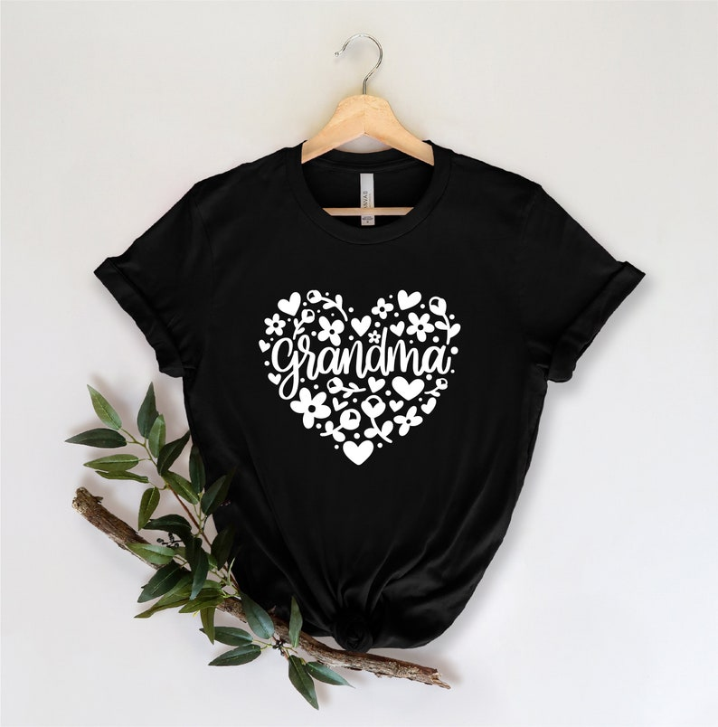 Shirts for Grandma, Grandma Gift Grandma Heart Shirt Mothers Day Grandma Gifts Grandma Heart T-Shirt Nana Shirt