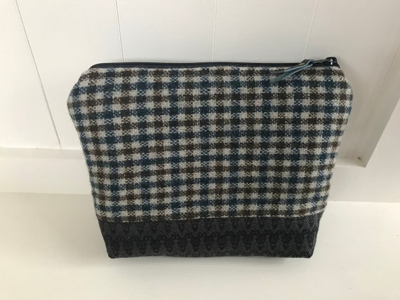 Tweed zipped fabric pouch