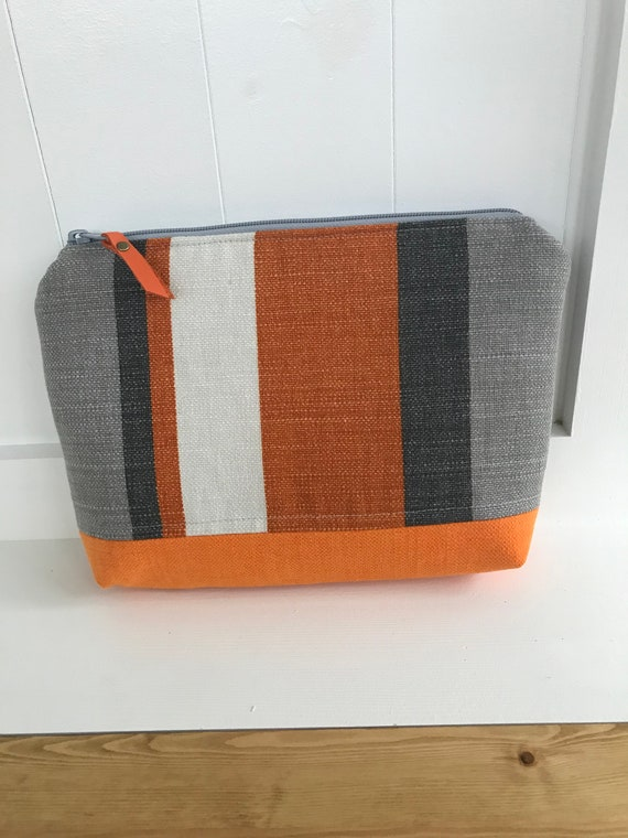 Fabric zipped pouch