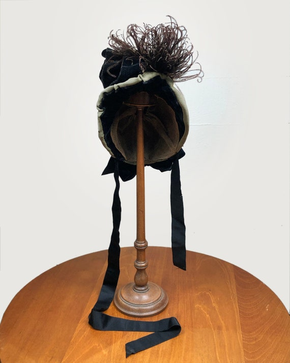 Antique Victorian Bonnet Ostrich Feather and Flow… - image 1