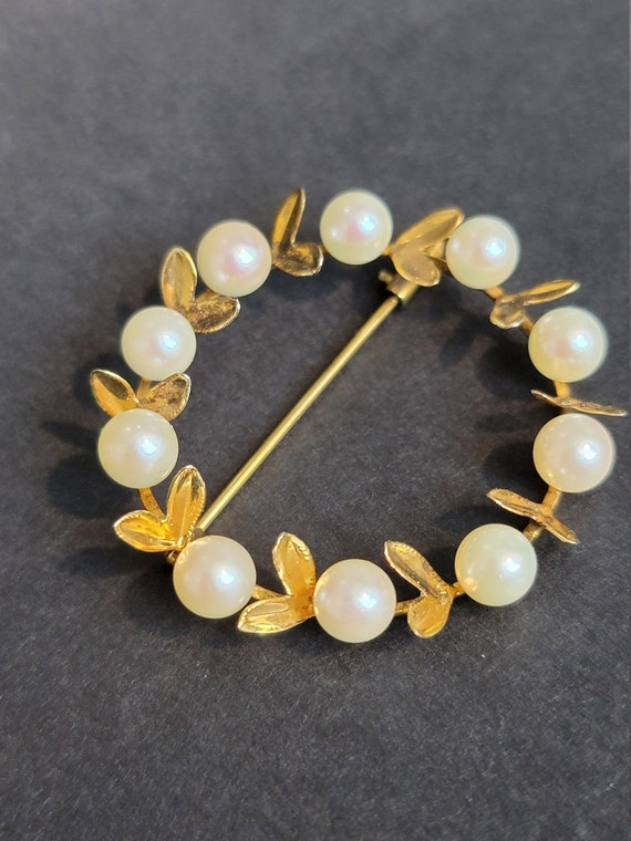 Vintage Cultured Pearl Pin