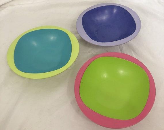 Vintage set of 3 colorful bowls