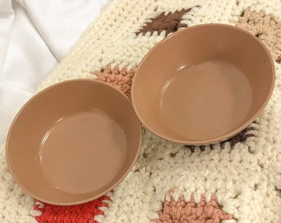 Vintage set of 2 small brown bowls