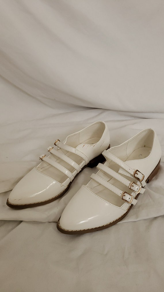 White buckle shoes-5.5