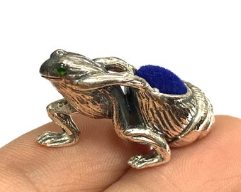 Victorian Style Collectable Frog Pulling Shell with Emerald Eyes Pin Cushion 925 Sterling Silver Sewing Needle