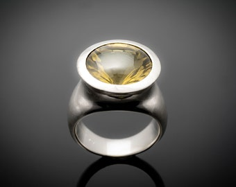 exceptional ring of sterling silver with large lemon-citrine quartz