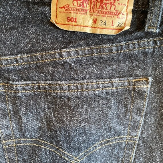 VINTAGE LEVIS 501 • Made in USA • 30/31 - image 2